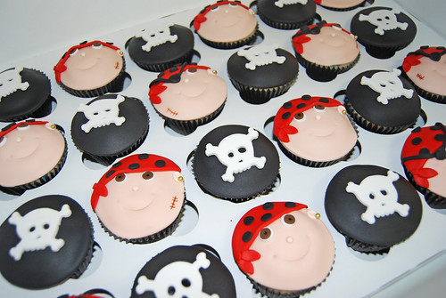 pirate face cupcakes with red banadanas and black and white skull and cross bones