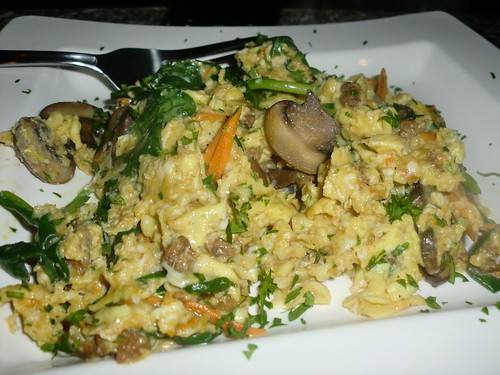 Scramble with mushrooms, spinach, sausage and some yam