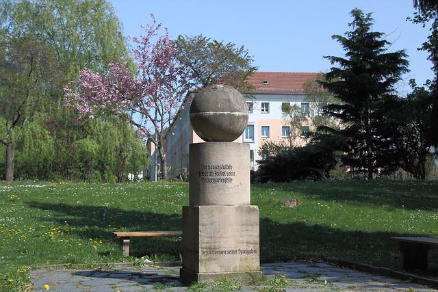 Fröbeldenkmal im Kurpark