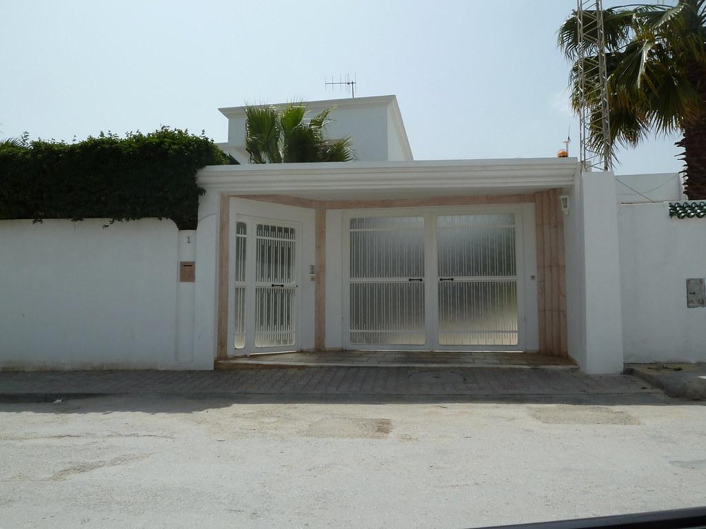 Entree maison exterieur tunisie maison moderne for Villa avec jardin tunisie