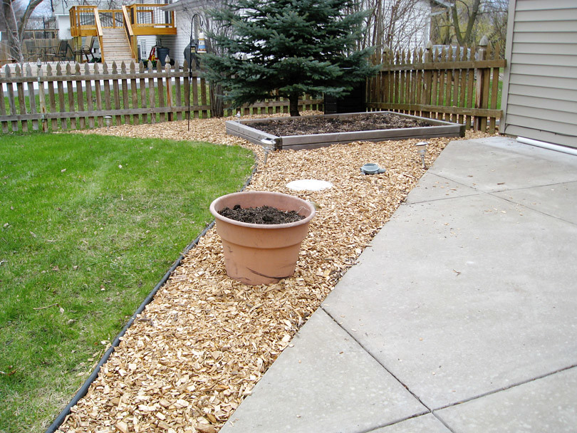 Woodchips near garden