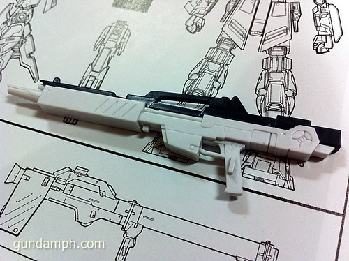 Building MC RX-93 Nu Gundoom Gundam (9)