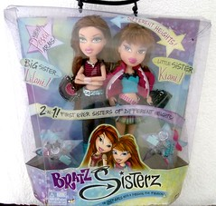 Bratz Sisterz Lilani and Little Kiani (migglemuggle) Tags: brown green hair big eyes arms little sister 2006 jeans folded bratz crossed sisterz kiani lilani mgae