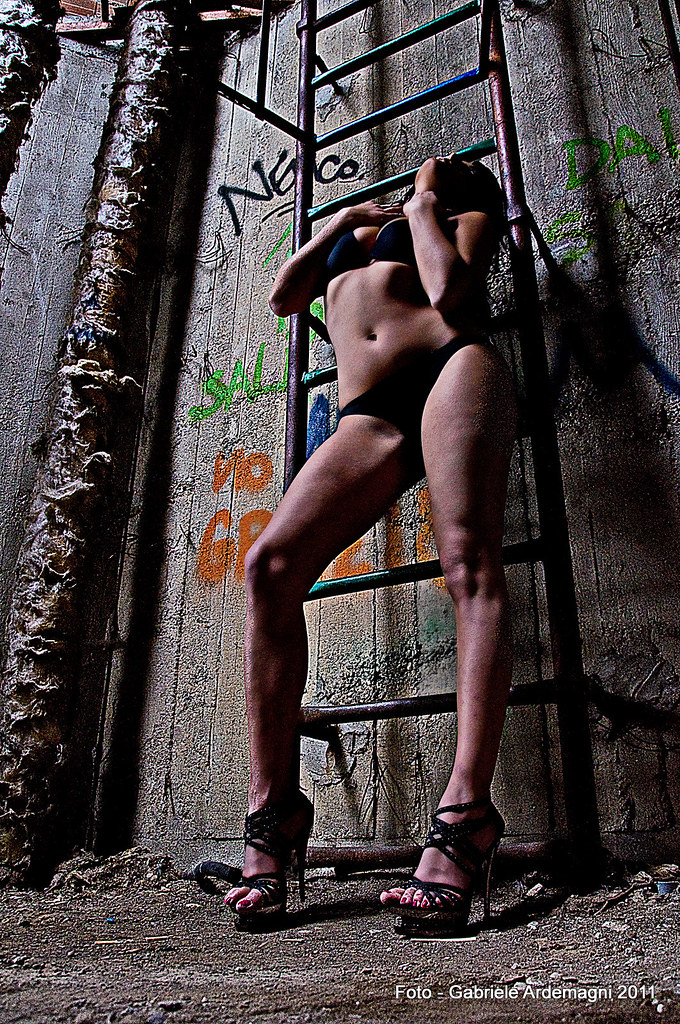 italian girl in an alley