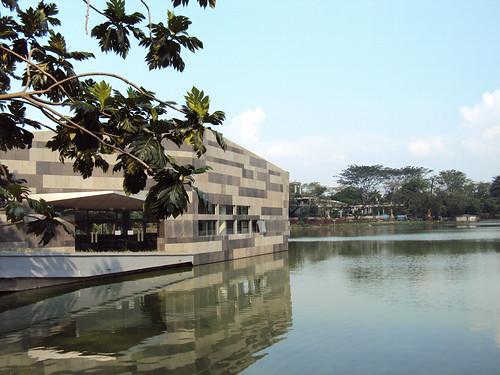 Ruang Seminar di Danau