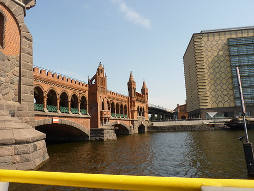 Schiffstour durch Berlin - die Oberbaumbrücke