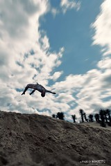 Stunts (Pablo  Ronald) Tags: blue sky beach azul jump playa arena tricks cielo nubes salto dunas stunts mortal trucos backflip rufi colorphotoaward pabloronald manurufino