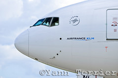 F-GZNI nose (Terrier Yann) Tags: door france de airplane nose airport nikon shot aircraft air side charles boeing af gaulle klm 777 spotting roissy cdg aiport spotter runways lfpg skyteam d5000 fgzni