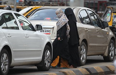 Crossing the road - Mumbai - IMG_7732_2 (Swaranjeet) Tags: life portrait people india female canon is photos candid indian capital hijab indie thane mumbai niqab financial 70200 f28 ef mmr singh sjs candidportrait 2011 hindustan indianpeople swaran sjsphotography eos5dmkii ef70200mmf28lisiiusm canonef70200f28lisiiusm swaranjeet swaranjeetsingh swaranjeetphotography sjsvision bharatvarsh