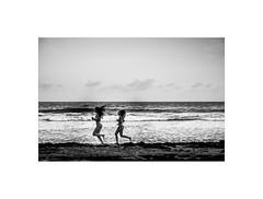 Girls running on the beach (Laurent Camus) Tags: girls running beach fuji xpro1 classic blackandwhite martiniqueamistrabaudfamillepapamamandiamant