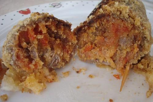 Involtini con salsa ai peperoni e fontina