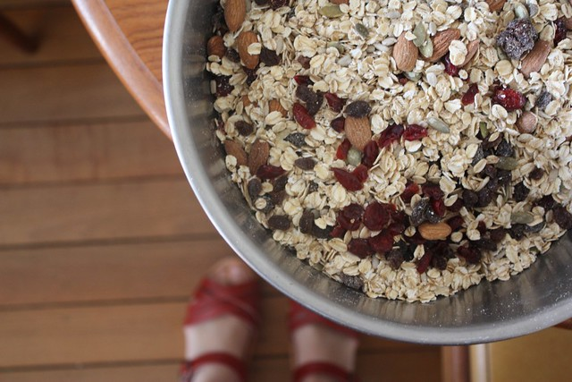 making granola muesli