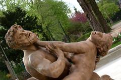 Statue de la fontaine des jardins de l'hôtel de ville (zigazou76) Tags: sculpture statue bronze lutte femme jardin ville hôtel nettoyage centaure étreinte nessus enlèvement schoenewerk déjanire