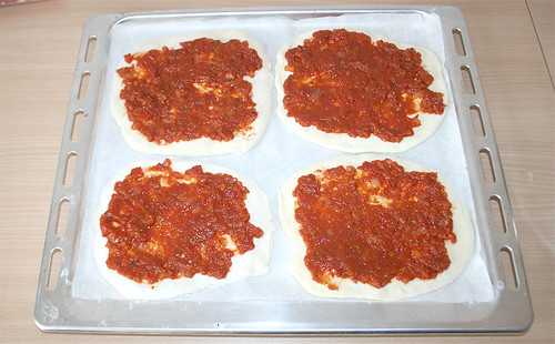 10 - Teigfladen mit Tomatensauce