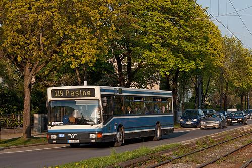 Wagen 4858 fährt nahe des Westbads als SEV auf der Linie 119