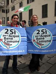 11042503154xxvaprile (coundown) Tags: italia flags genova viola bandiere tricolore resistenza 25aprile costituzione celebrazioni genovaviola