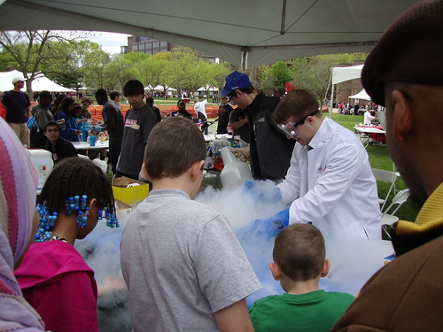 making liquid nitrogen ice cream