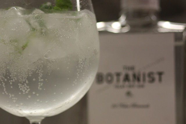 Gin Tonic de The Botanist con Fever-Tree, Lima y Menta