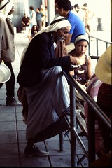 Arabo a Be'er Sheva 72 (Armando Moreschi) Tags: bambini frutta mercato cittadella sharm acco cimitero israele gerusalemme beduini betlemme pecore cammello falaffel pastori measharim murodelpianto religiosi rabini easternwall arabiisraeliani matureicarta marrossobeersheva