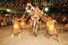 . (So Joo de Jequi) Tags: de joel na vila jequi escola em coelho junina exibio s cone apresenta caic 21062011 danadavassoura