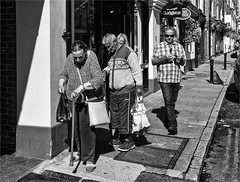Getting older each day (zilverbat.) Tags: engeland streetphotography streetcandid streetshot image innercity streetlife mono zilverbat scenery urbanlife urban straatfotografie people portrait portret peopleinthecity photography lights canon cinematic candidphotography candid monochrome blackandwhite blackwhitephotos bw blackwhite zwartwit zwartwitfotografie blanco negro social sharity british verenigdkoninkrijk dramatic dailylife timelife town city oldage olderpeople senior