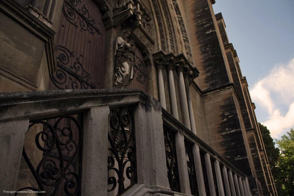 Escalier de la porte latérale
