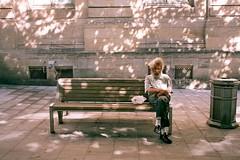 Neige d't (Nicolas Lignier) Tags: art film bench photography sitting minolta bordeaux nicolas streetphoto banc argentique analogique fujji lignier