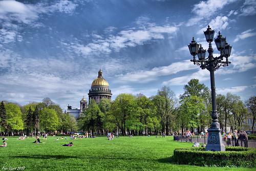 Crossing the Dekabristov (Senatskaya) Square. Пересекая площадь Декабристов. ©  Peer.Gynt
