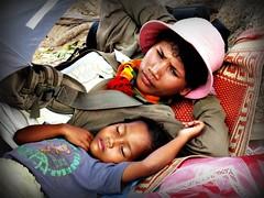 Cambogia - Febbraio 2011 (anton.it) Tags: mamma sonno viaggio dormire sogno bambino abbraccio cambogia amorematerno ninnananna canong10 theauthorsplaza antonit