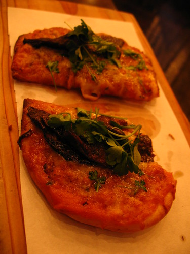 Fantastic tapas place in Chicago: flatbread with portobello