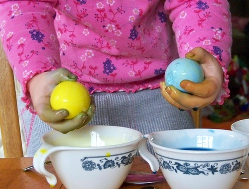 Lucy's egg coloring technique