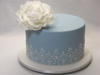 Small Lace Piping wedding cake
