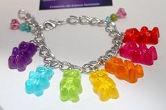 Bracelet sucreries aux couleurs de l'arc en ciel ! (LesFantaisiesDeClaire) Tags: bijoux gourmands fantaisie bracelet rsine ours ourson glatine sucreries bonbons jewelry