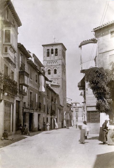 Calle de Santo Tomé en junio de 1905. Fotógrafo anónimo. Colección Luis Alba. Ayuntamiento de Toledo