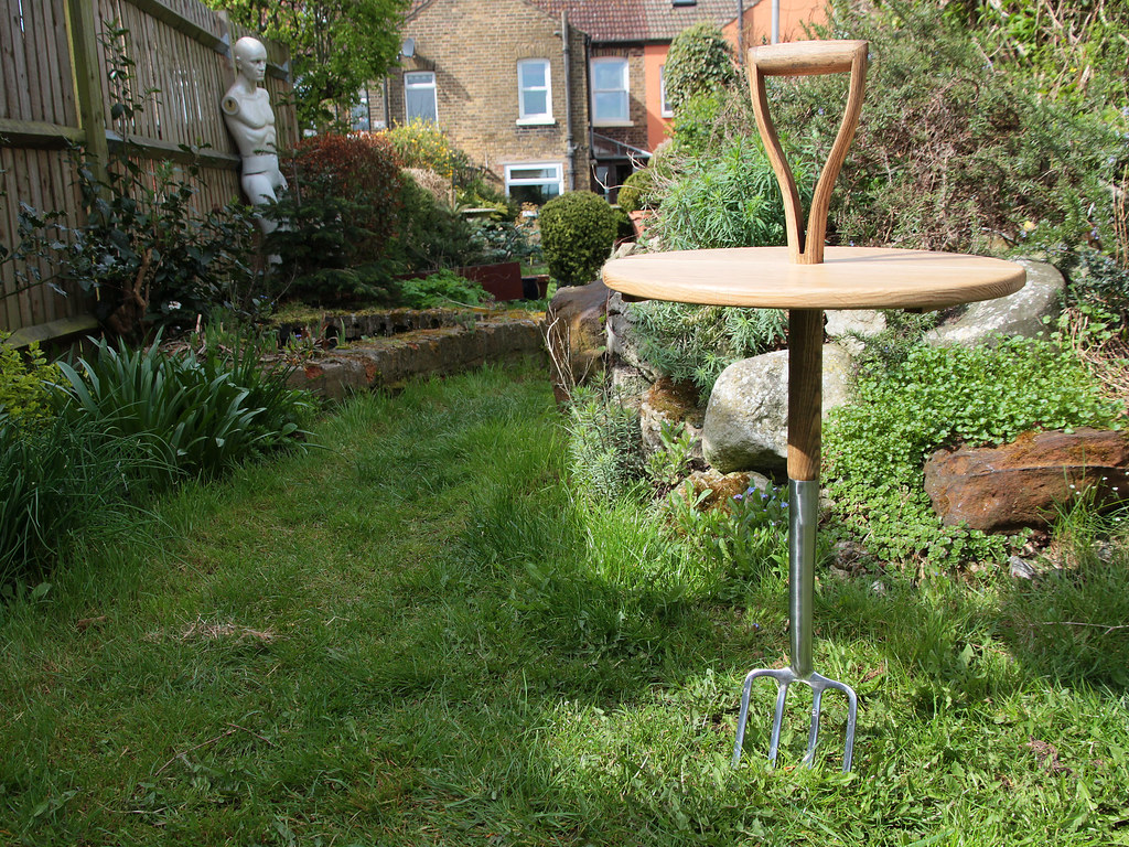Garden fork folding table
