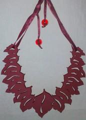 Folhas (VicheMaria) Tags: necklace inverno colar colares colarartesanal