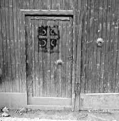 Crnica /  (Kosovo) - Serbian Cross (Danielzolli) Tags: door cross serbia dyer kosova kosovo samo sloga tre srbija serbian drzwi serbie kosove srbsko serbien srpsko kosov dvere cernica   cernice kossowo   srbina spasava crnic