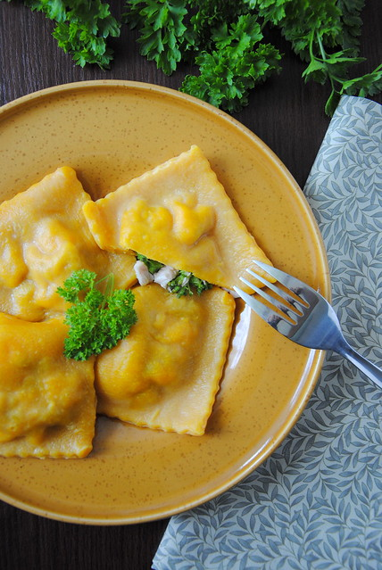 Carrot ravioli with chicken and broccoli
