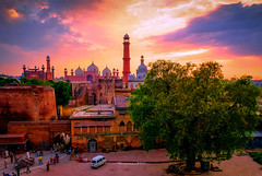 A Lahore evening (Fortunes2011. Closure of 6 years) Tags: architecture landscape landmarks tourist placestosee placestovisit lahore pakistan sky clouds sunset tree minarets mosque fort placesofworship gurdwara sikh muslim temple mughal outdoor