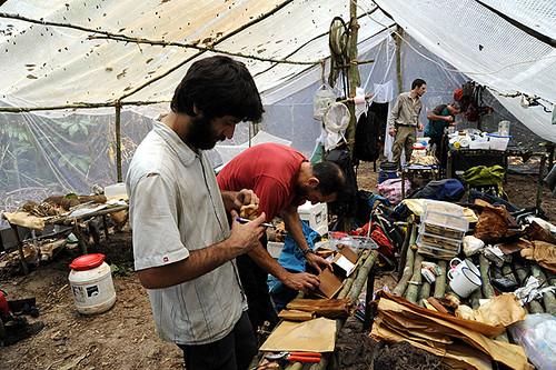 Expédition Sangha 2010 : rangement dans le camp scientifique