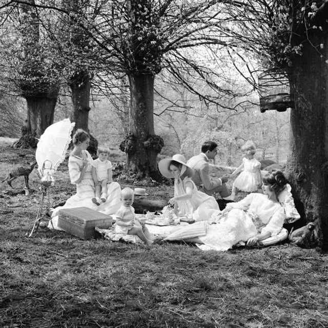 Picnic Fashion Group (including Jean Shrimpton and Celia Hammond), July 1965, photo by Cecil Beaton