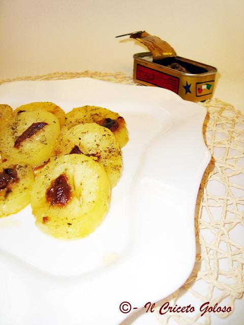 Contorno di patate alle alici in salsa piccante