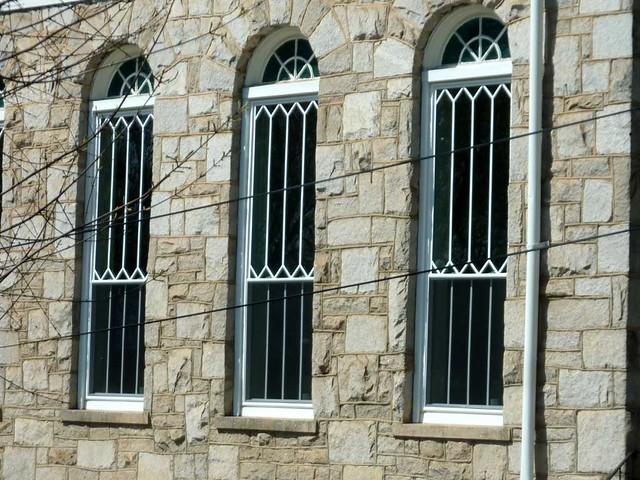 P1090455-2011-04-04-Ormewood-Park-Presbyterian-Church-Sanctuary-Windows