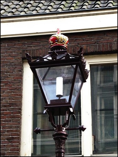 crowned streetlight
