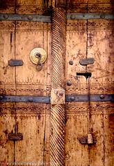 Rujal-11-5 ( Hassan Ahmasani) Tags: door art alma saudi arabia abha aseer  asir    flickraward  almaa rejal rejalalmaa rujal