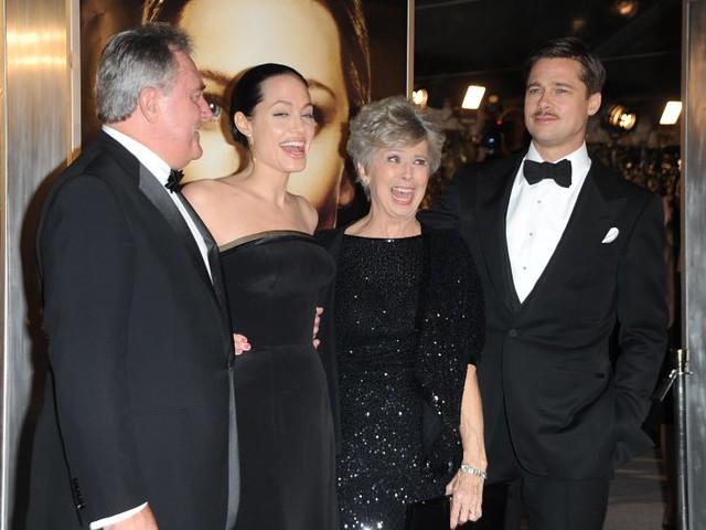 Angelina Jolie & Brad Pitt & Parents by al7n6awi