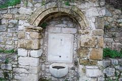 Μία από τις πολλές κρήνες της περιοχής Βρύσες Πισωρούγας στην Παλιά Πόλη της Κυπαρισσίας