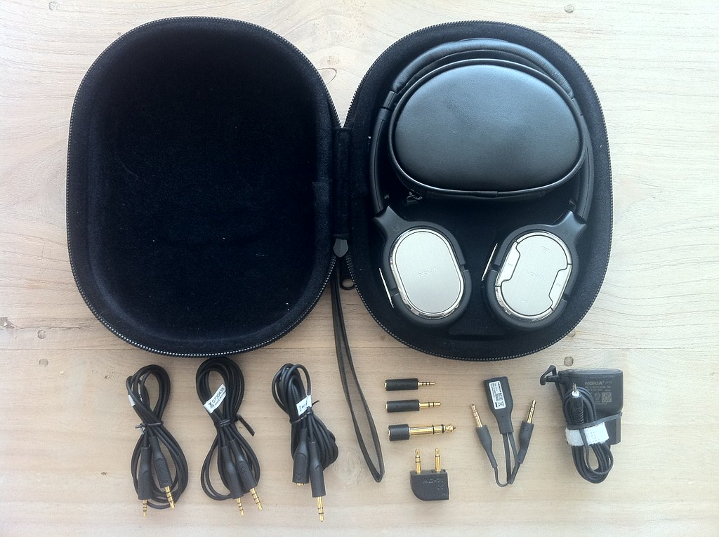 Nokia BH-905i bluetooth stereo headset sales package contents