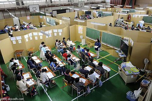 اليابانيون يحولون ملاعب كرة السله الي صفوف دراسيه لاستدارك مافاتهم اثناء الزلازل والكوارث by AmrHassaan