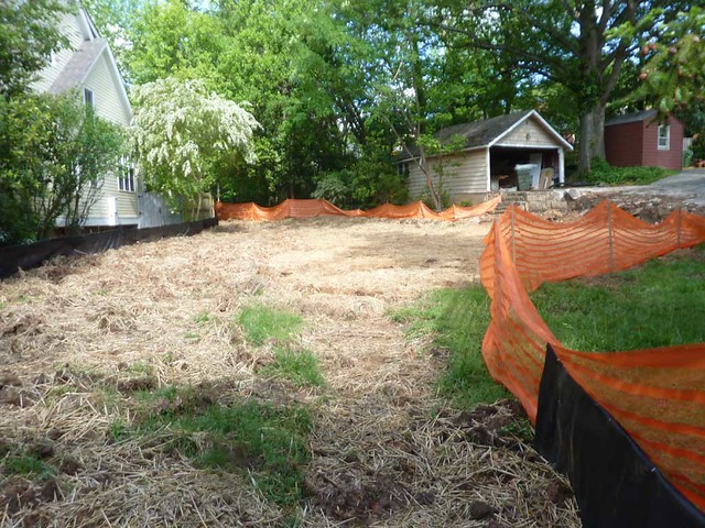 P1100165-2011-04-28-1064-LANIER-Blvd-ATLANTA-GA-30306-Teardown-Lot-Garage